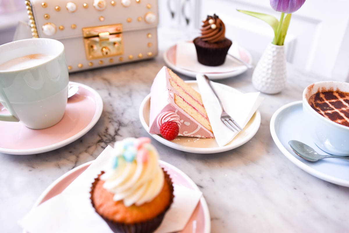 Peggy-Porschen-Parlour, London-Guide, London-Cupcakes, London-Bakery, Gucci-Handbag