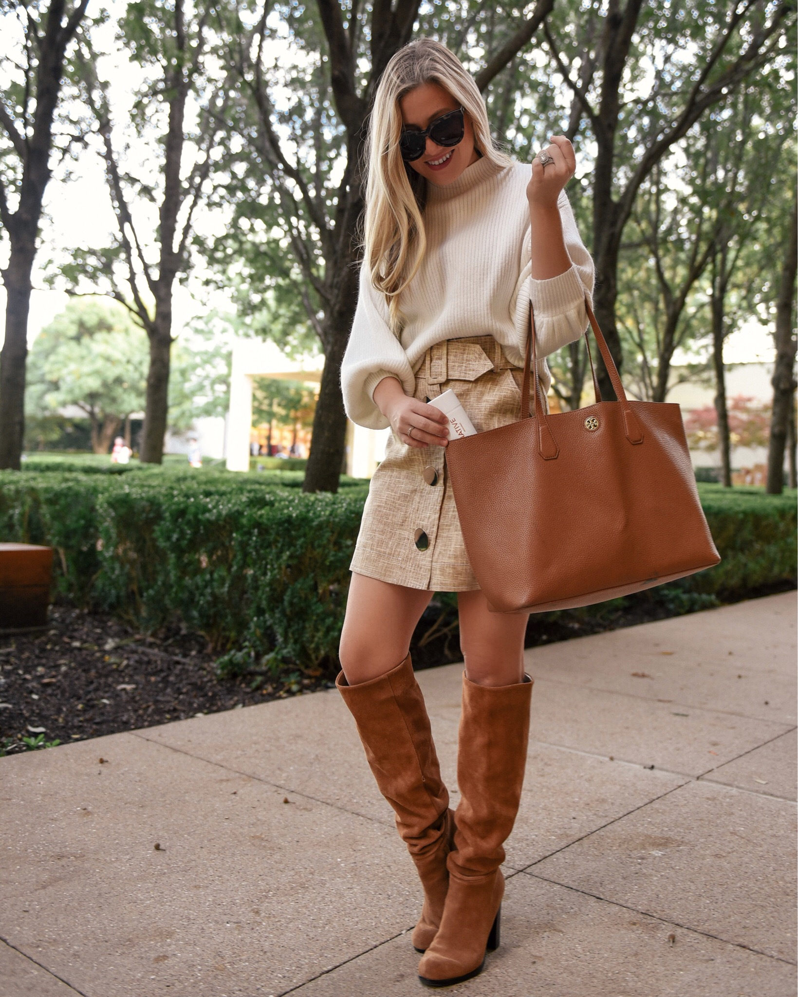 Lo-Murphy-Fall-outfit-mini-skirt-fall-look-ootd-dallas-blogger-otk-boots-mock-neck-sweater-tan-tote-bag